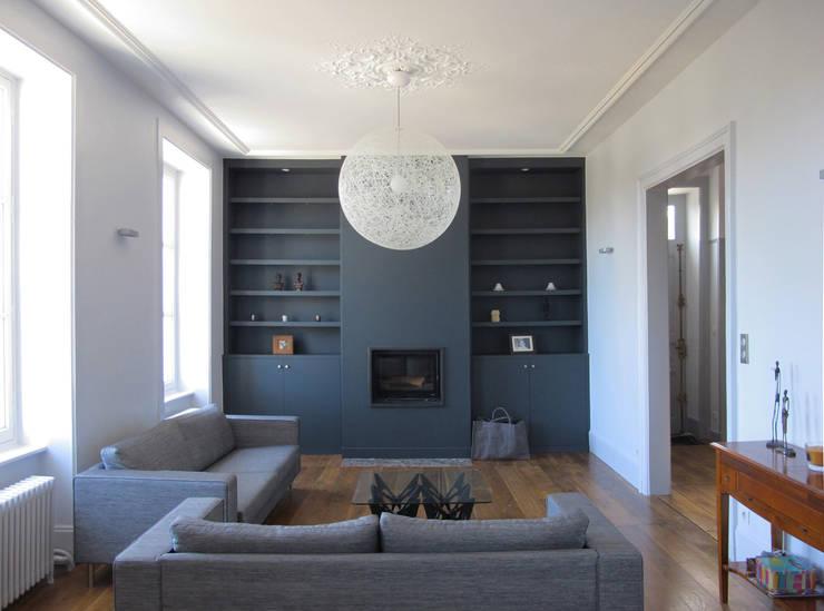 maison à Limoges: Salon de style  par Jean-Paul Magy architecte d'intérieur