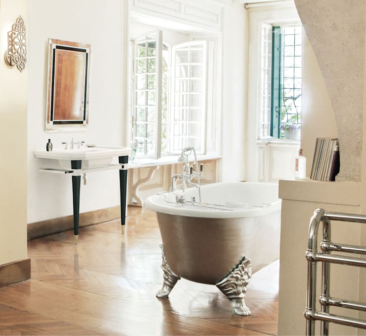 Vasca Carlton Decorata: Bagno in stile  di Gentry Home,