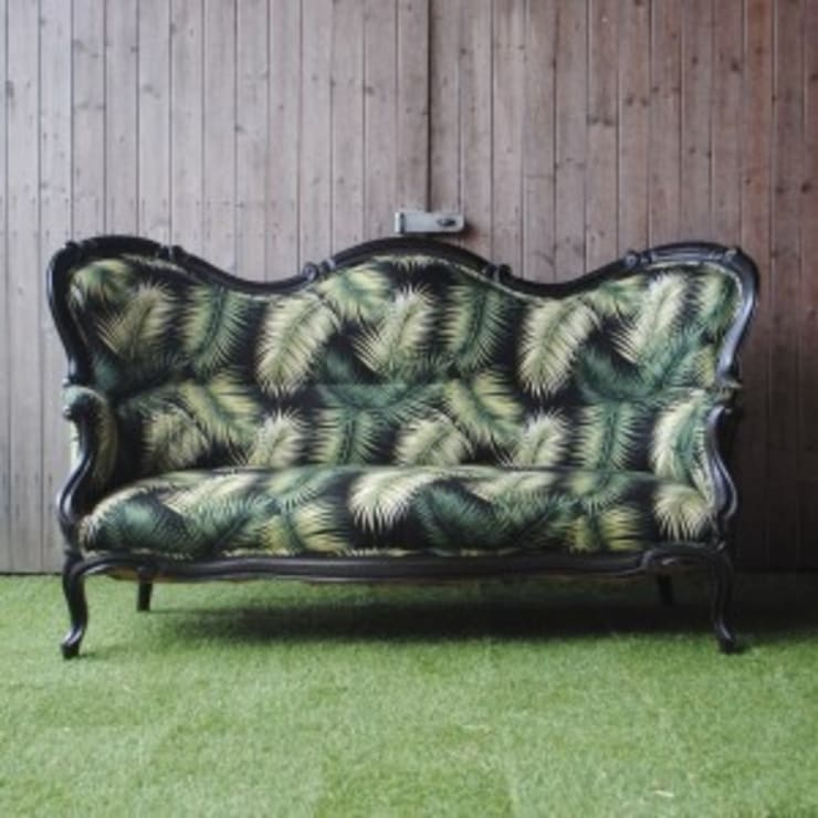 Victorian Palm Leaf Sofa:  Living room by Sketch Interiors