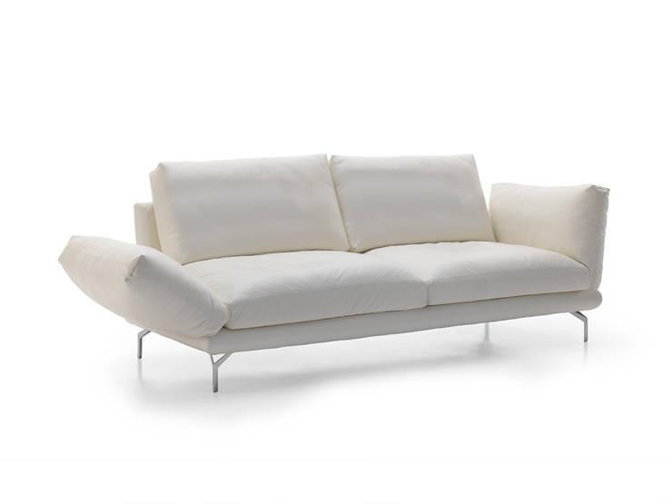 ASSO sofá: Salones de estilo  de BELTÁ & FRAJUMAR