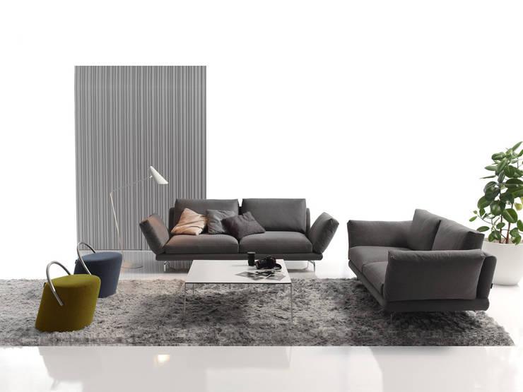 ASSO sofa: Salones de estilo  de BELTÁ & FRAJUMAR
