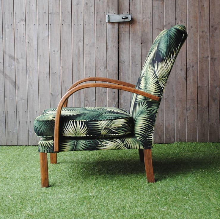 1940's Utility Palm Chair:  Living room by Sketch Interiors