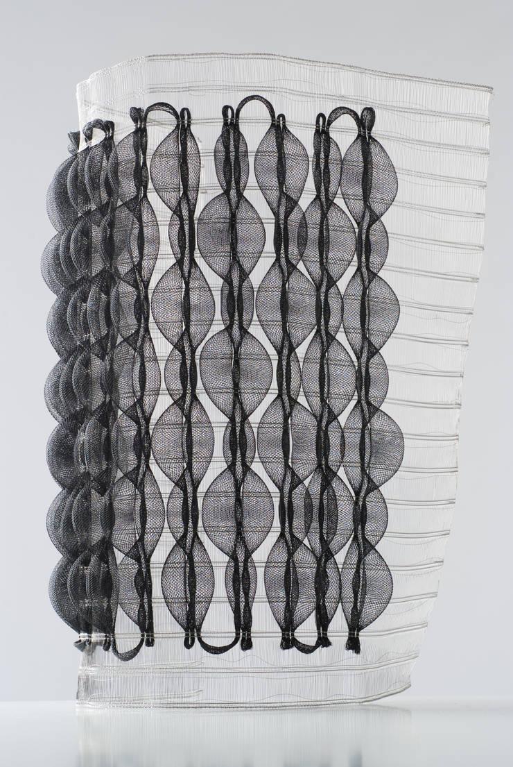 Coussins d'air: Maison de style  par Luce Couillet