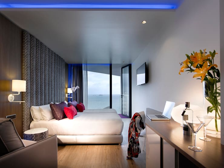 HARD ROCK HOTEL IBIZA: Hoteles de estilo  de BELTÁ & FRAJUMAR