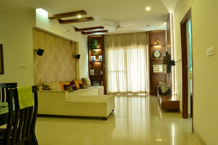 Adarsh Palm Retreat:   by Creative Axis Interiors Pvt. Ltd.