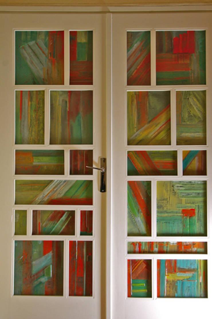Livres en vrac: Couloir, entrée, escaliers de style  par Atelier du verre
