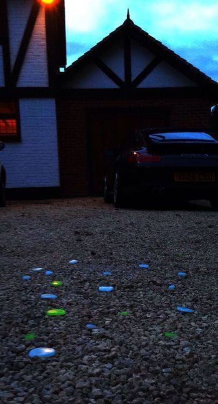 Transforming a standard gravel driveway into a stunning piece of self-illuminating and self-sustaining light after dark… .:  Interior landscaping by Eli-Chem Resins U.K Ltd