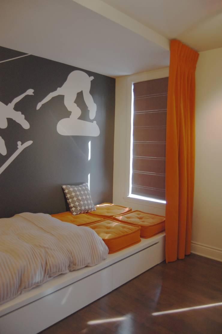Chambre à coucher de garçon: Chambre d'enfant de style  par CMC Designer