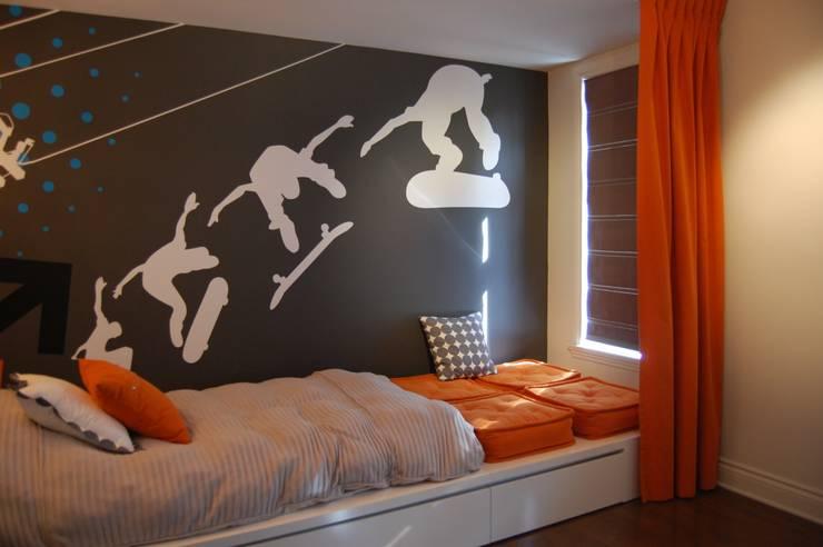 Chambre à coucher de garçon: Chambre d'enfant de style de style Moderne par CMC Designer