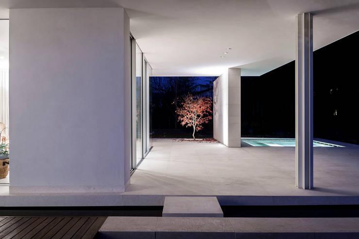 Residenza Privata: Terrazza in stile  di Giopato & Coombes,