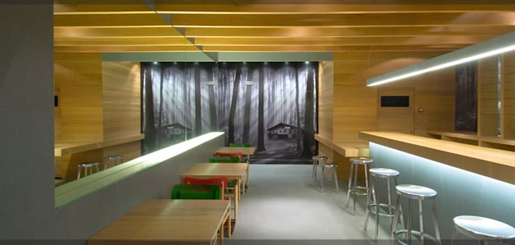 Bar Restaurante Basetxe..: Locales gastronómicos de estilo  de Estudio TYL