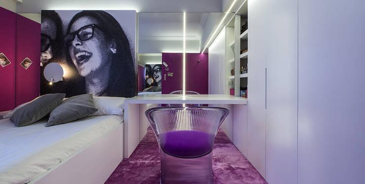 Dormitorio juvenil..: Dormitorios de estilo  de Estudio TYL