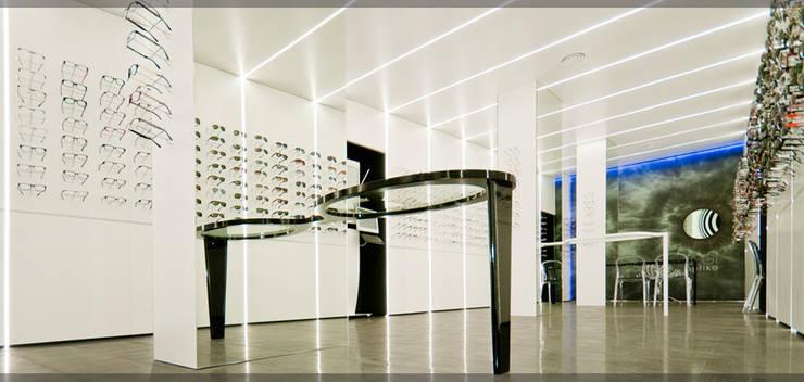 Optika Begi..: Espacios comerciales de estilo  de Estudio TYL