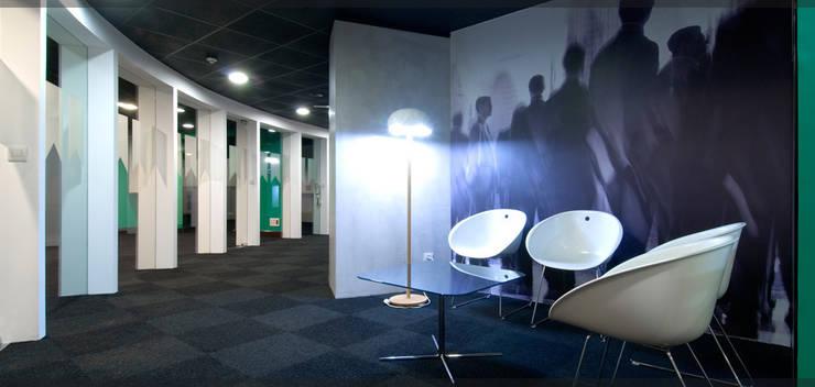 Oficinas Book & Partners..: Oficinas y Tiendas de estilo  de Estudio TYL