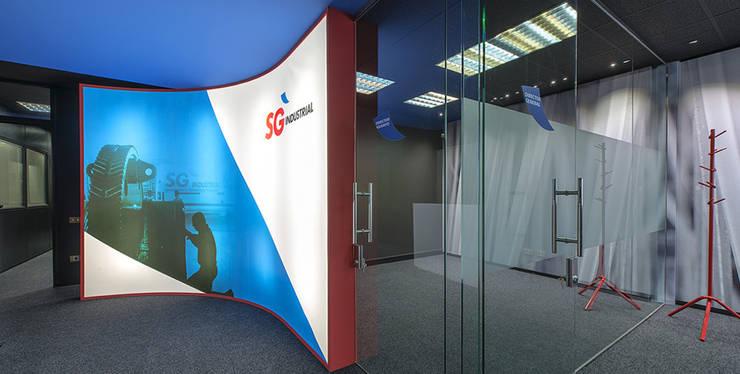 Oficinas SG Industrial..: Oficinas y Tiendas de estilo  de Estudio TYL