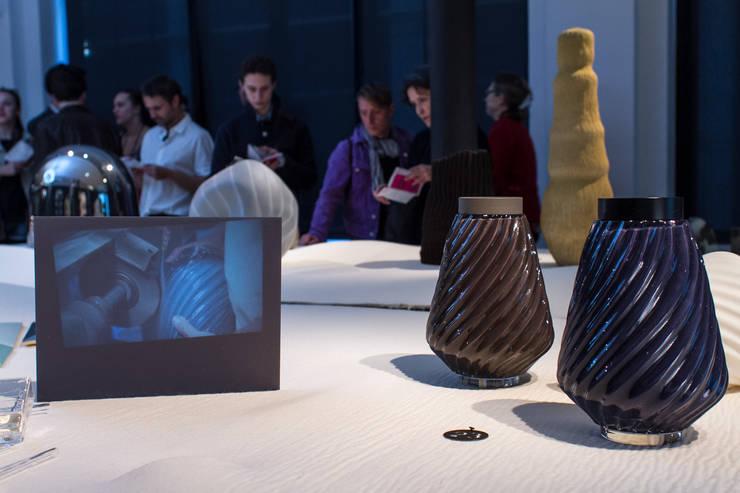 Urnes Cinéraires: Paysagisme d'intérieur de style  par Loren Manquillet