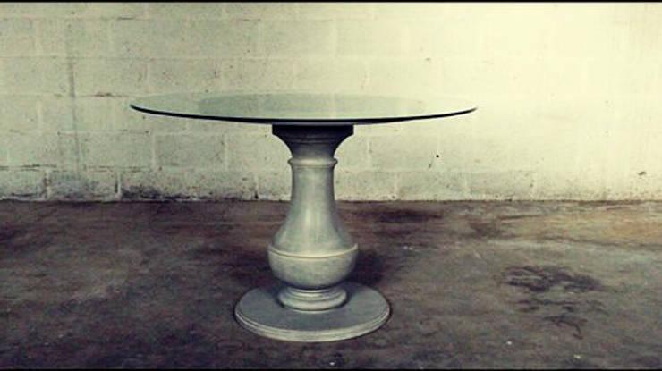 table sur mesure: Salle à manger de style  par Atelier Christophe Bret / Ebéniste Designer