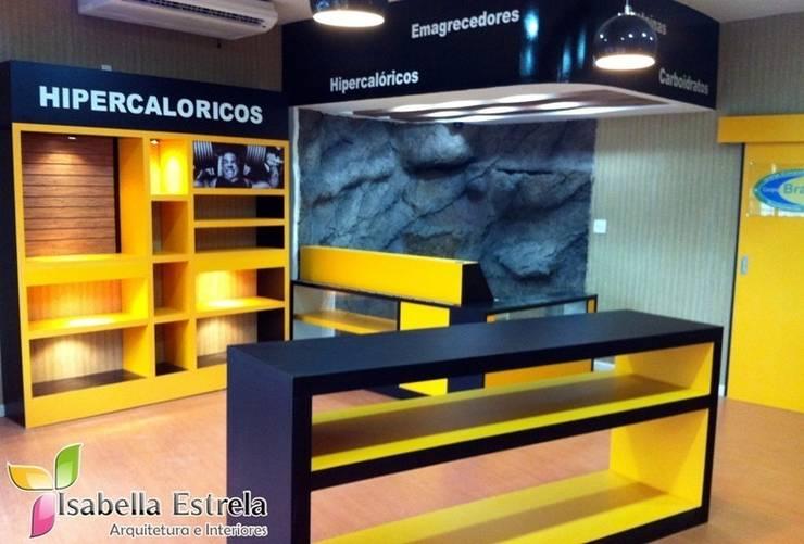 Loja de suplemento alimentar: Espaços comerciais  por Isabella Estrela
