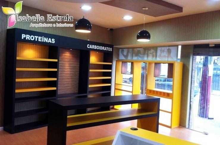 Loja de suplementos Corpo Brasil: Espaços comerciais  por Isabella Estrela