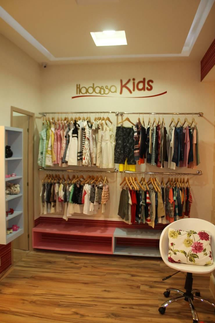 Boutique Hadassa Princess: Espaços comerciais  por Isabella Estrela