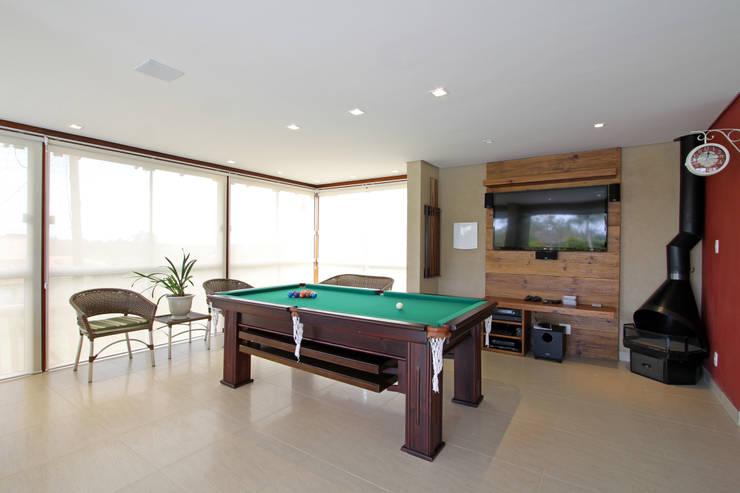 Garajes y galpones de estilo  por Graça Brenner Arquitetura e Interiores