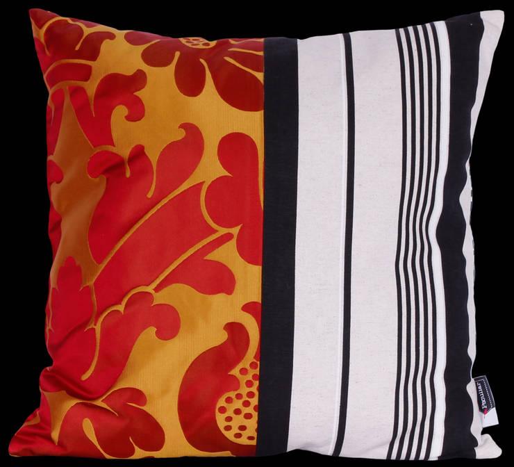 Cojín 45X45 cm : Hogar de estilo  por Sandra Molina