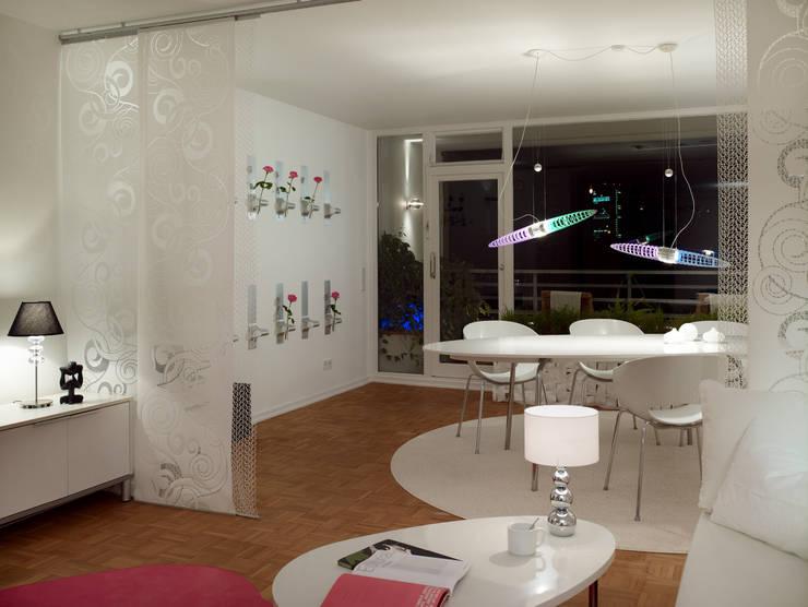 Ausblicke:  Wohnzimmer von WohnDich,Modern