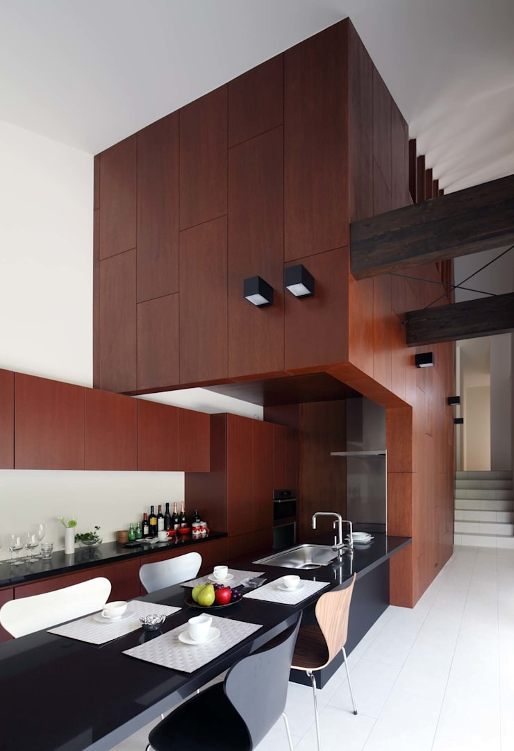 House in Fushimi: 設計組織DNAが手掛けたダイニングです。,モダン