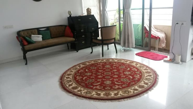 Hand Knotted Traditional Rugs:  Multimedia room by WORLD OF DESIGNS