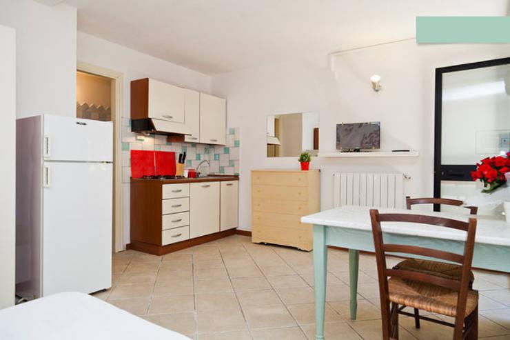 Monolocale Il Nido_Home Staging: Case in stile  di ArchEnjoy Studio , Mediterraneo