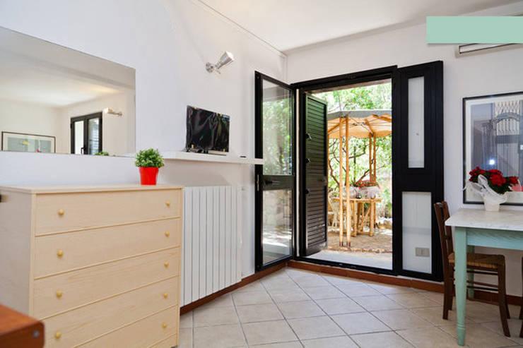 Monolocale Il Nido_Home Staging: Case in stile  di Archenjoy - Studio di Architettura -