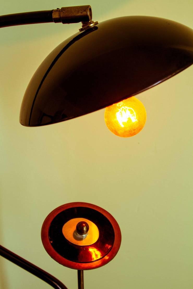 Luminaire méli mélo art déco: Paysagisme d'intérieur de style  par irimi