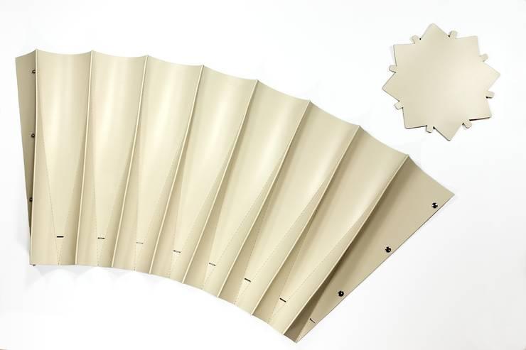 Paper Basket:  in stile  di Regenesi