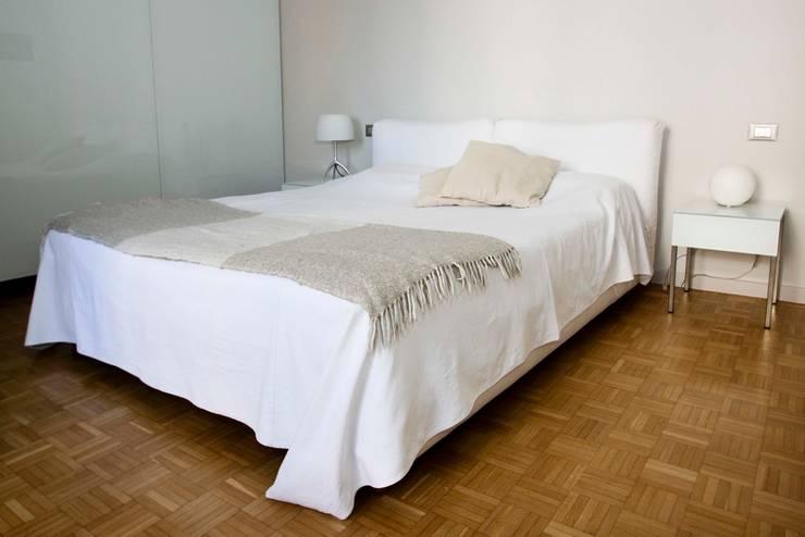 camera da letto:  in stile  di sanprogetto, Moderno