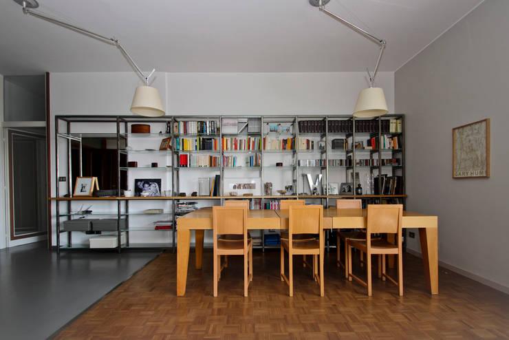 casa MRT:  in stile  di sanprogetto, Moderno