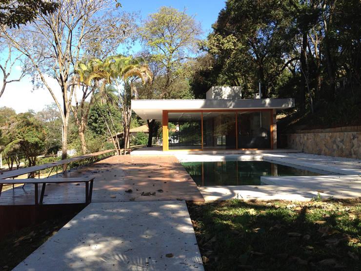 Residência AR: Casas modernas por Vasconcellos Maia Arquitetos Associados