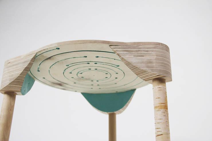 UNCUT (partenariat avec Stephane de la Rochefordière): Maison de style  par Benoît Pernet