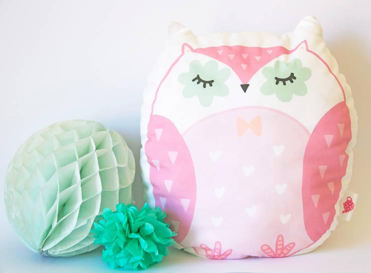Le hiboux dormeur : Chambre d'enfants de style  par Charlotte and the teapot