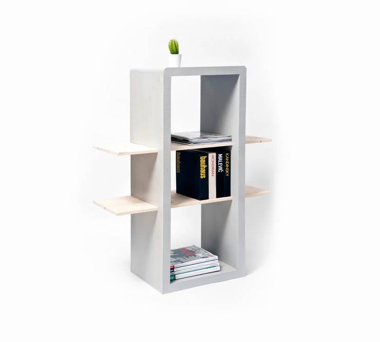 Tris: Ingresso, Corridoio & Scale in stile  di Luca Bassani  design studio