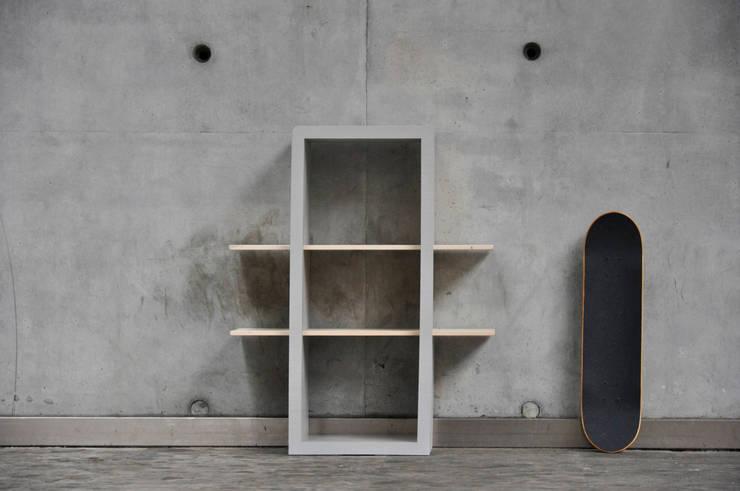 Tris: Ingresso, Corridoio & Scale in stile in stile Industriale di Luca Bassani  design studio