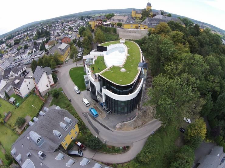 Oficinas y locales comerciales de estilo  por Mechelk Bedachungstechnik GmbH
