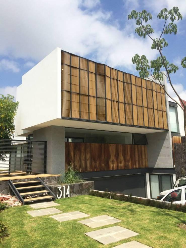 Residencia en Valle Real, arquitectos OFAA: Casas de estilo  por Grupo Boes