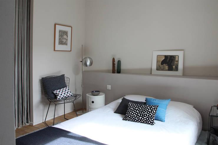 Le salon: Chambre de style  par Miaow Design