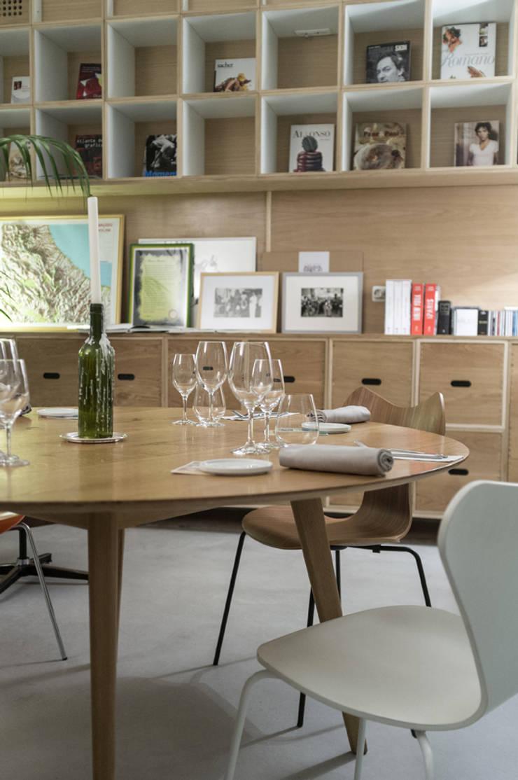 mammaròssa restaurant:  in stile  di Studio Candeloro Architects