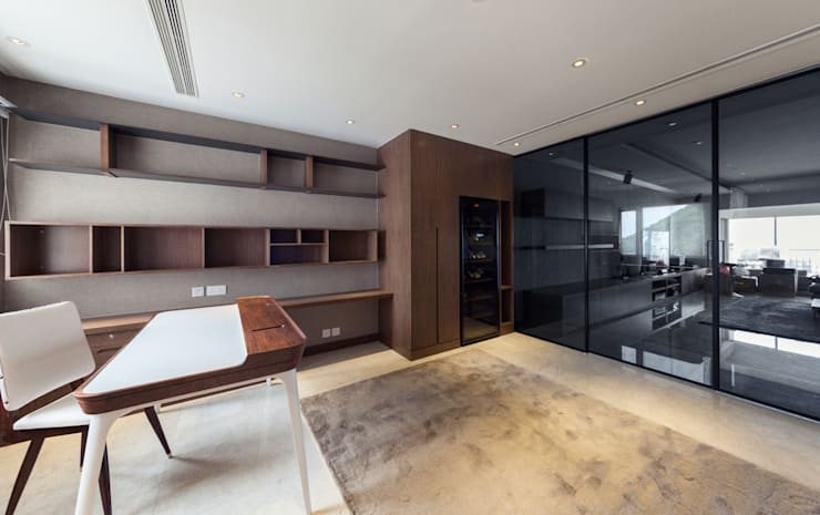 LP's RESIDENCE :  Living room by arctitudesign, Minimalist