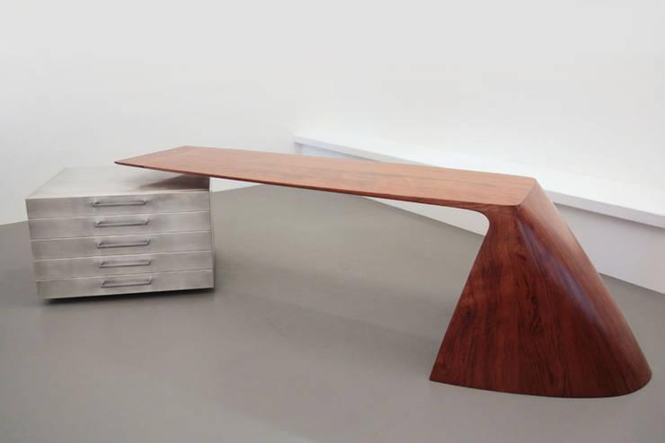 AXEL HEIZMANN MÖBELDESIGN:  Arbeitszimmer von Möbeldesign