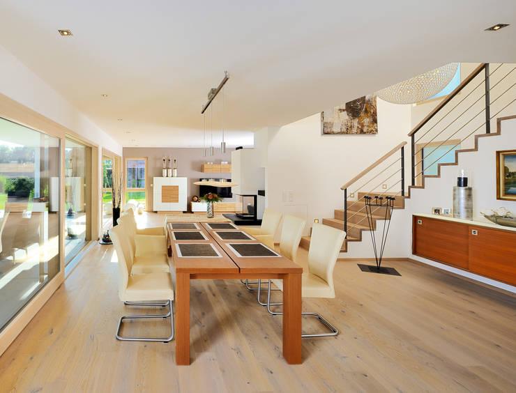 Essbereich mit angrenzendem Wohnbereich:  Esszimmer von Bau-Fritz GmbH & Co. KG