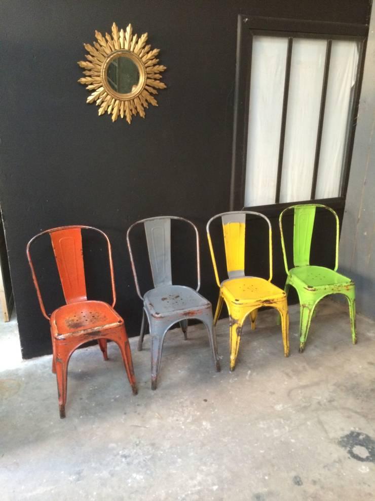 Chaises Tolix modèle A: Maison de style  par 5 FRANCS