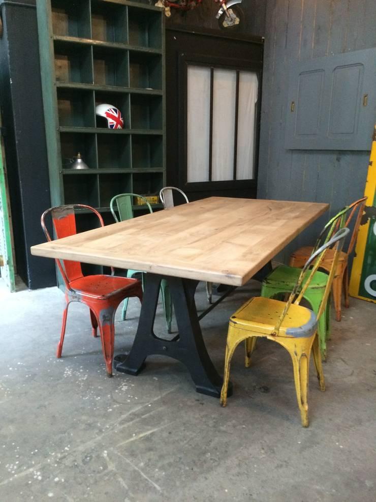Table indu avec chaises Tolix: Maison de style  par 5 FRANCS