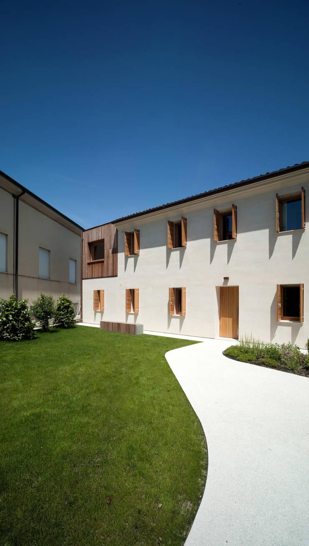 Casa Fiera: Case in stile  di Massimo Galeotti Architetto